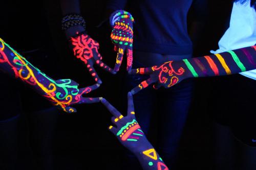 Como fazer a festa neon para a noite do pijama. Veja as Dicas!